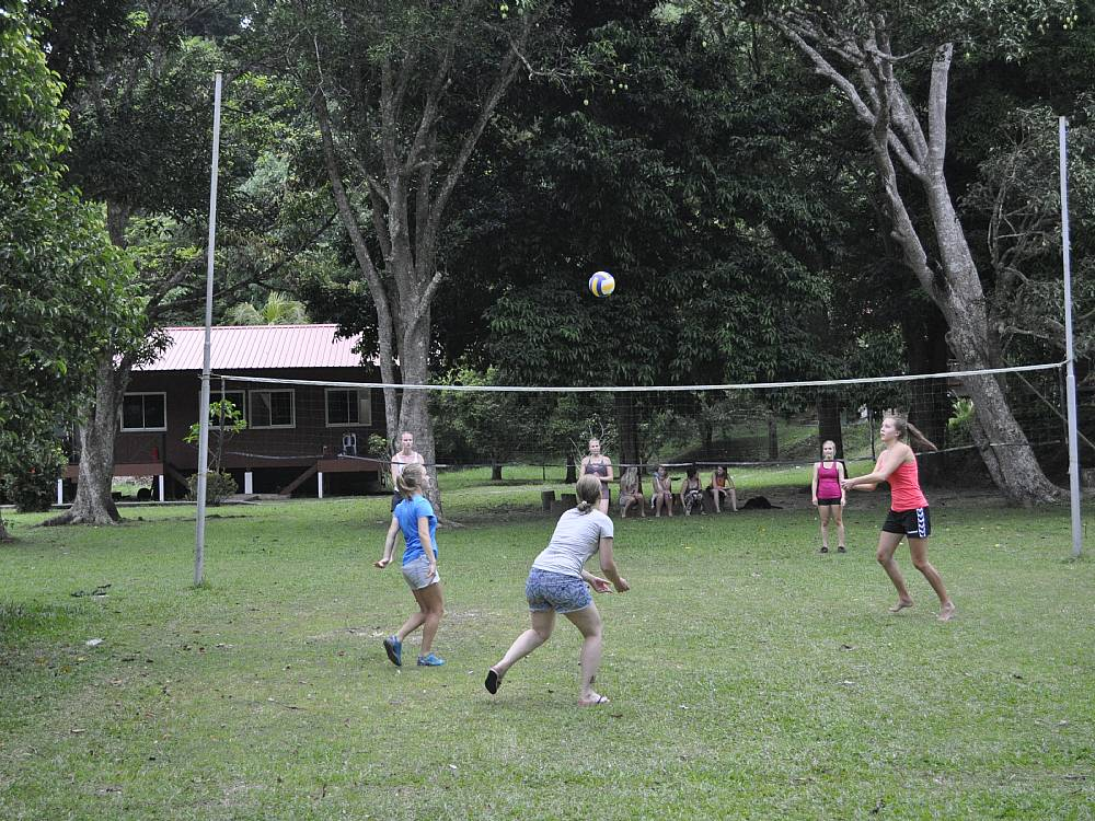 Volley på Gaya Islands